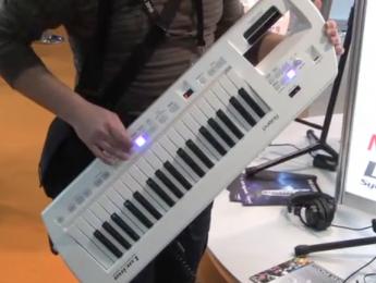 Roland Lucina AX-09, un nuevo keytar