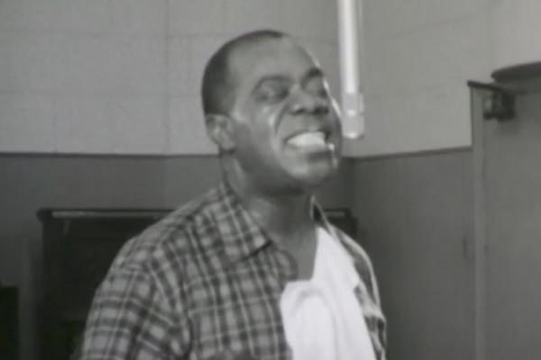Este es el único vídeo de Louis Armstrong grabando en estudio