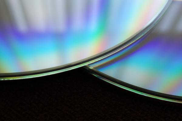 Cómo limpiar bien un CD o DVD: diferencias con el vinilo