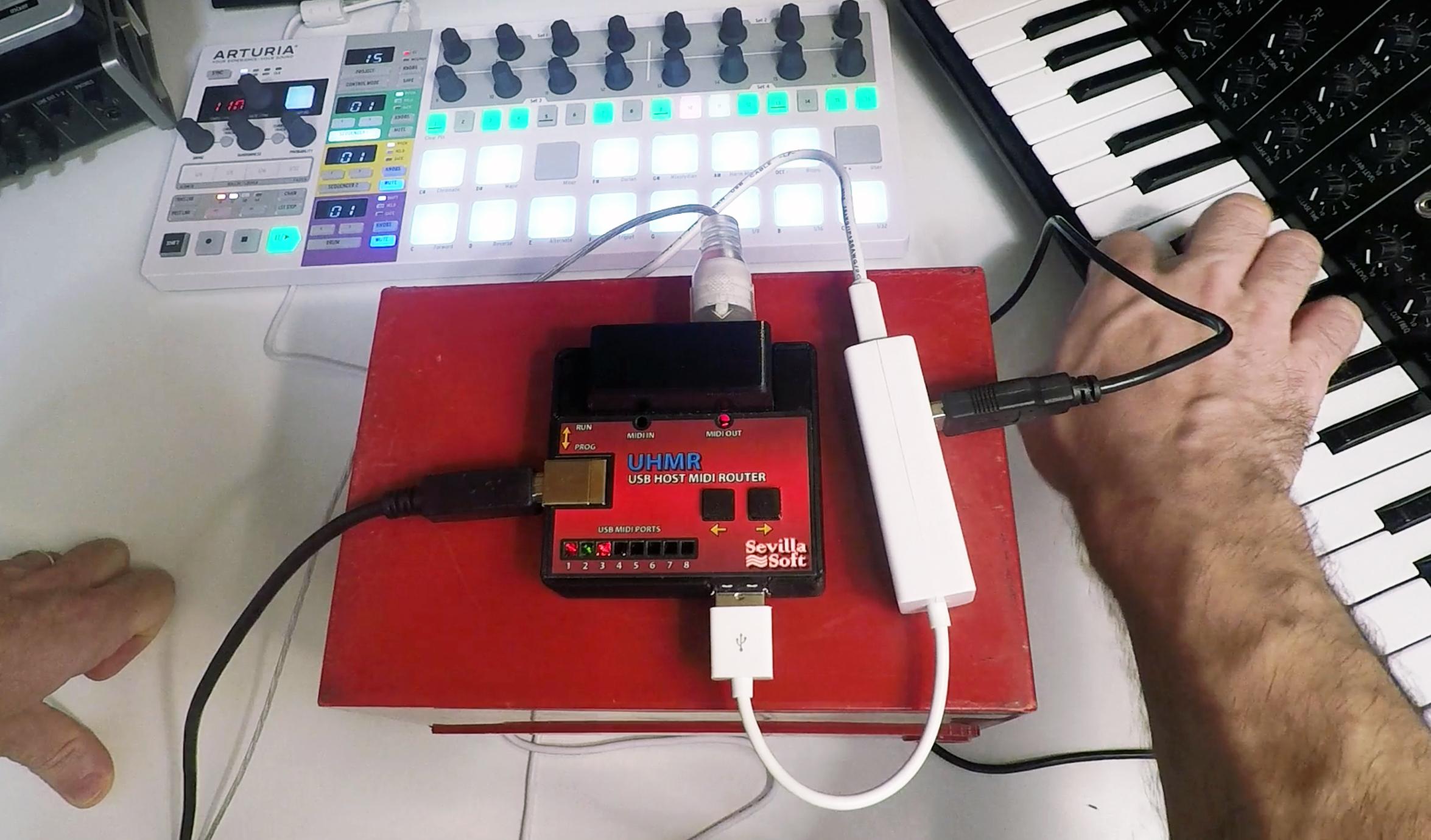 Review de USB Host MIDI Router (UHMR), el patchbay MIDI