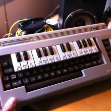 Retroinformática: Commodore 64 con teclado Musik Maker