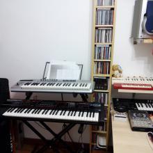 Home-studio: otro rincón con Edirol PCR-50 y Roland Juno G