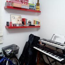 Home-studio: visión de zona donde hay otros instrumentos (armónica, timple, xilofono...)