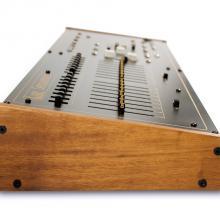 Arp Sequencer 1601 réplica vista  lateral