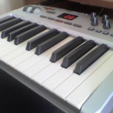 Teclado Controlador MIDI  M-Audio Oxygen8 v2