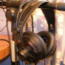 Auriculares AKG K-270