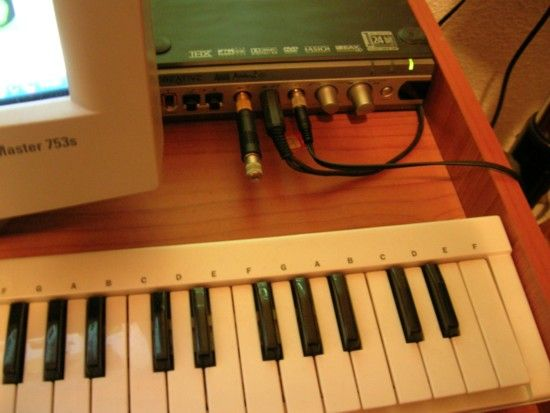 Teclado-controlador Evolution y previo de Creative