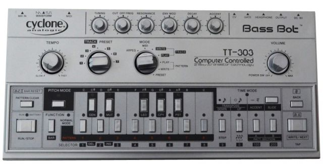 Cyclone Analogic TT-303 Bass Bot