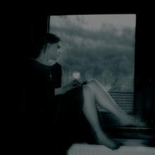 Melancolía tras la ventana