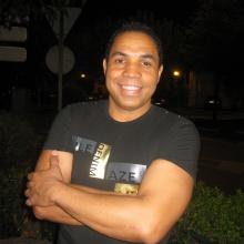 Rico y suave interpreta Anthony Viana