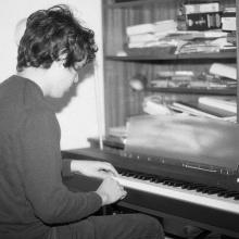 Mauricio Güell Composición piano no.3